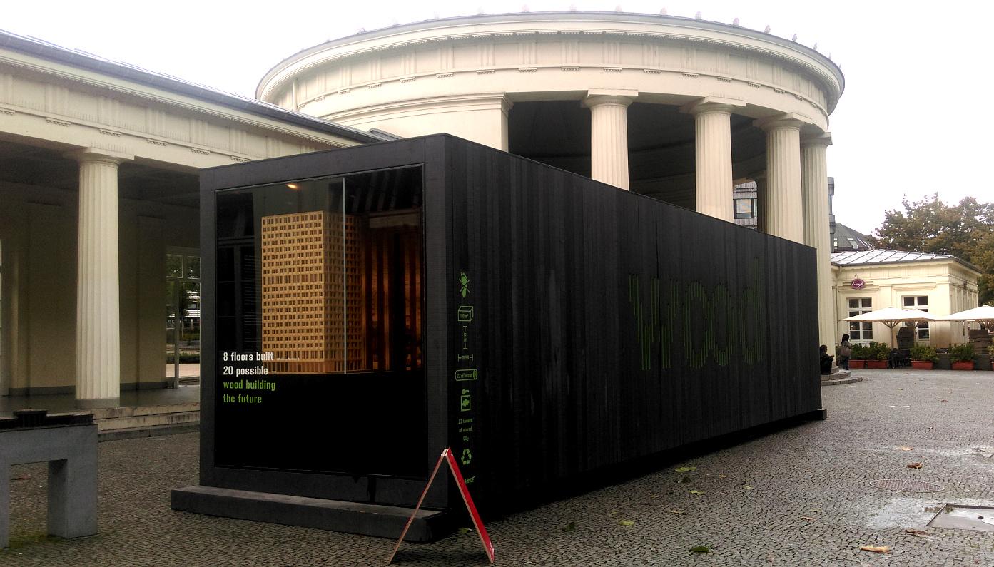 Das Foto zeigt eine schwarze Box