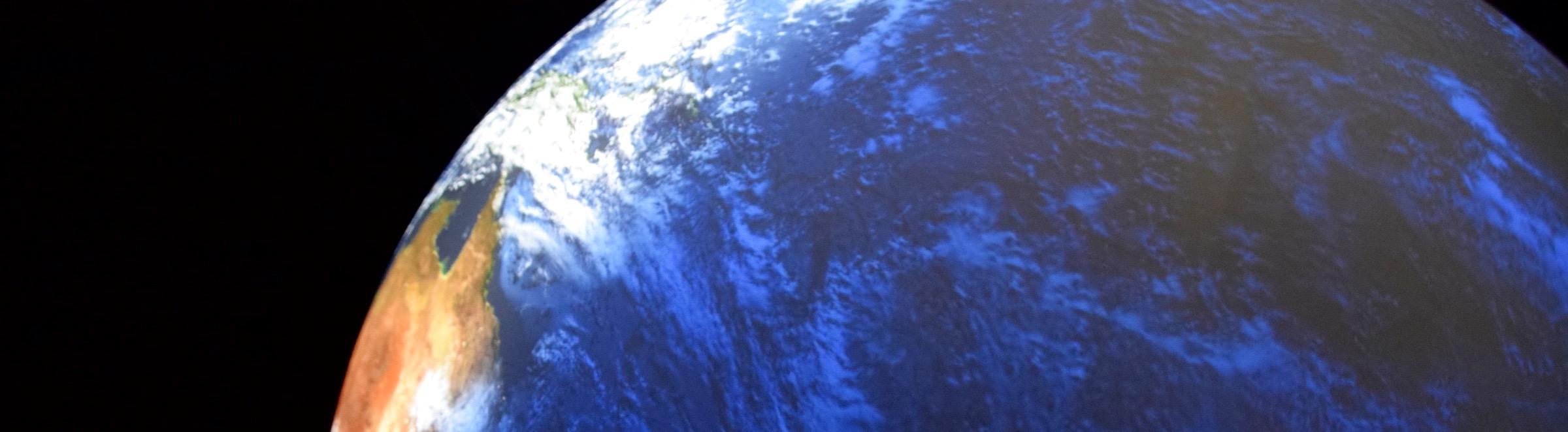 Blick nach oben, zur Erde. ©mhu